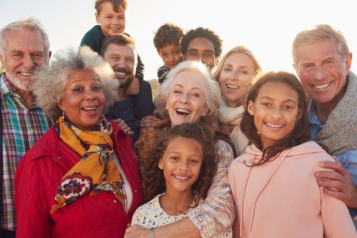 groupe de personnes d'âge différent.